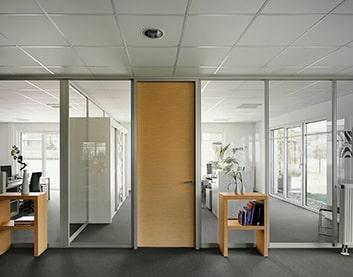 Установка дверей в офис - Столбцы